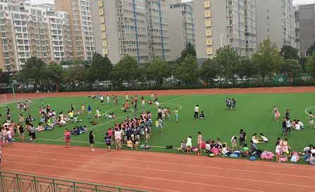 郑州一小学开学首日 多名小学生晕倒