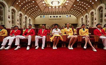 习近平会见奥运代表团:郎平、惠若琪第一排就坐