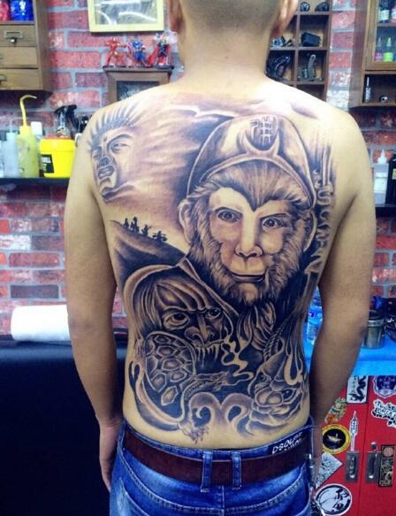男粉丝把自己纹满背部 六小龄童却难受到揪心…|纹身