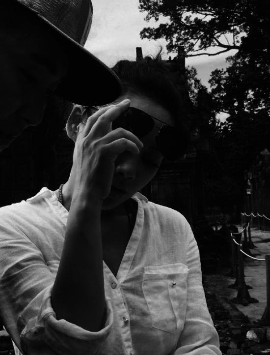 """【星娱TV】宁静扎丸子头可爱俏皮 发文感悟变身""""哲学家"""""""