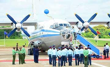 缅甸空军隆重接收2架中国造运-8 涂装有待改进
