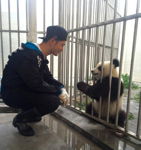 【星娱TV】一言不合就开抢!黄晓明:熊孩子,快撒手