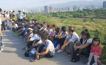 传销组织藏河滩授课 泄洪后36人被困