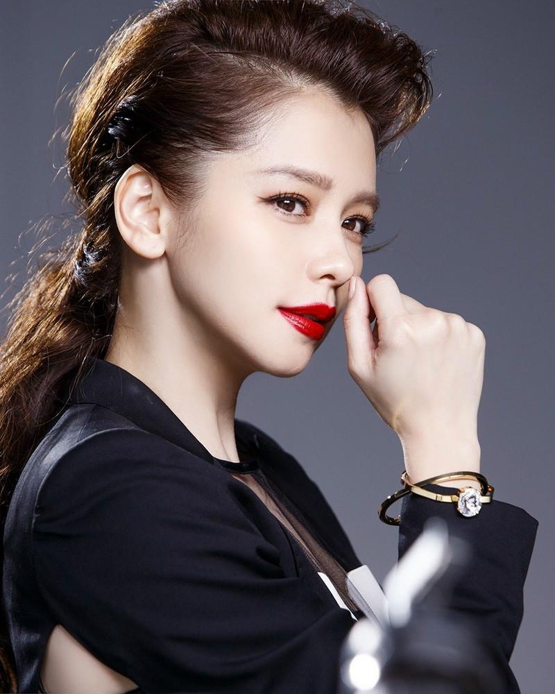 【星娱TV】41岁徐若瑄深夜晒娃感慨:时间不眨眼,儿子已两周岁