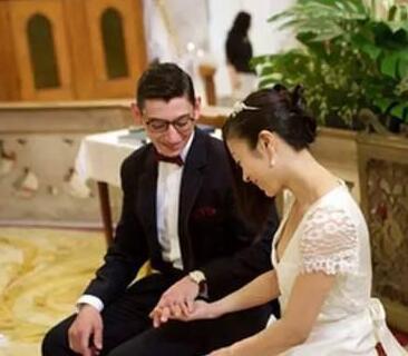 宇多田光否认老公吃软饭:选他最不看的就是钱