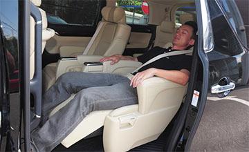 加价20万都买不到的丰田7座车 媲美头等舱比床还舒服