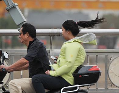 台风鲇鱼横扫江西:6县市9级风 人都吹得快飞起来