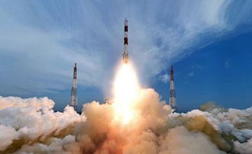 印度一箭8星 将美国等卫星送入两个不同太空轨道