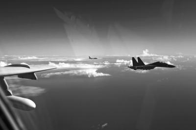 中国空军40多架战机前出西太 规模创造纪录