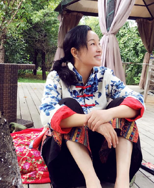 61岁刘晓庆素颜出镜,这次是真的有些老了…(图)