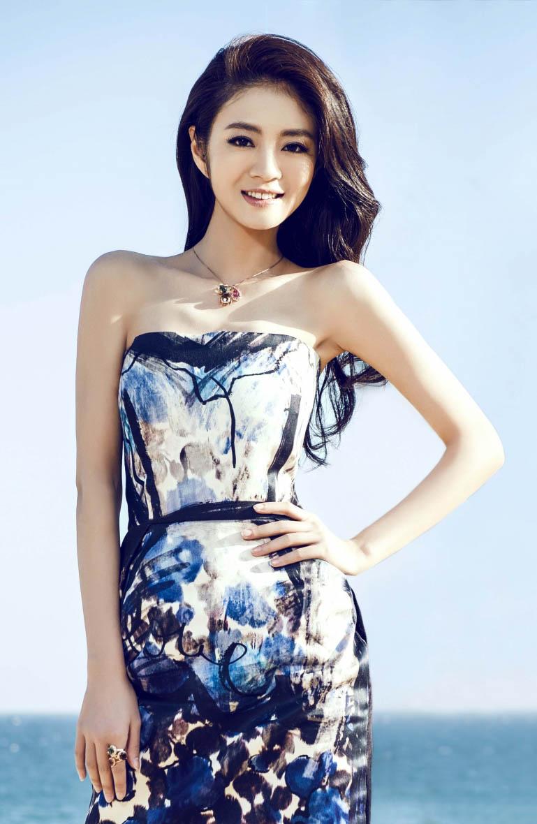 安以轩旗袍美腿展示东方魅力