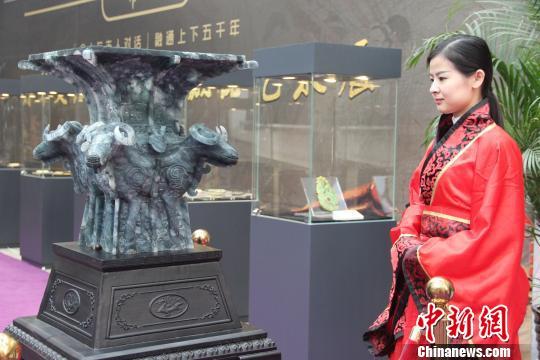 图为翡翠文化文物创意藏品。阿琳娜 摄