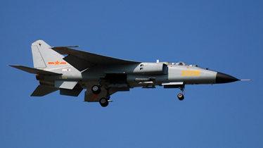 实拍:海军战机东海南海演练轰炸敌占岛礁