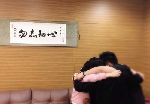 何炅凌晨发文为海涛送生日祝福 网友:暖心的何老师