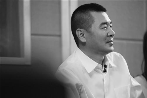 陈建斌竟然也会摇滚 汪峰打拍子合唱《一起摇摆》