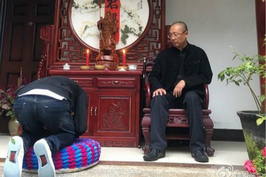 人野夫收徒时的跪拜礼仪引起了大讨论-清华教授彭林评收徒跪拜 全