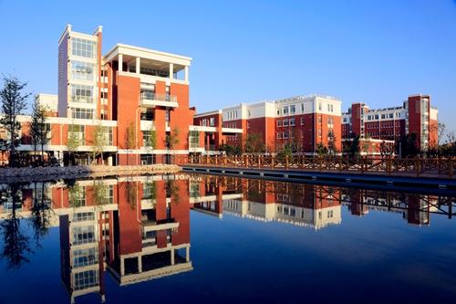 凤观青岛  青岛19中新校建筑凸显沿海开放城市东西方文化交融的鲜明