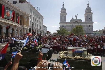 卡斯特罗下葬地举行盛大集会 数万民众悼念(组图)