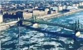 实拍:匈牙利严寒天气 多瑙河浮冰震撼来袭