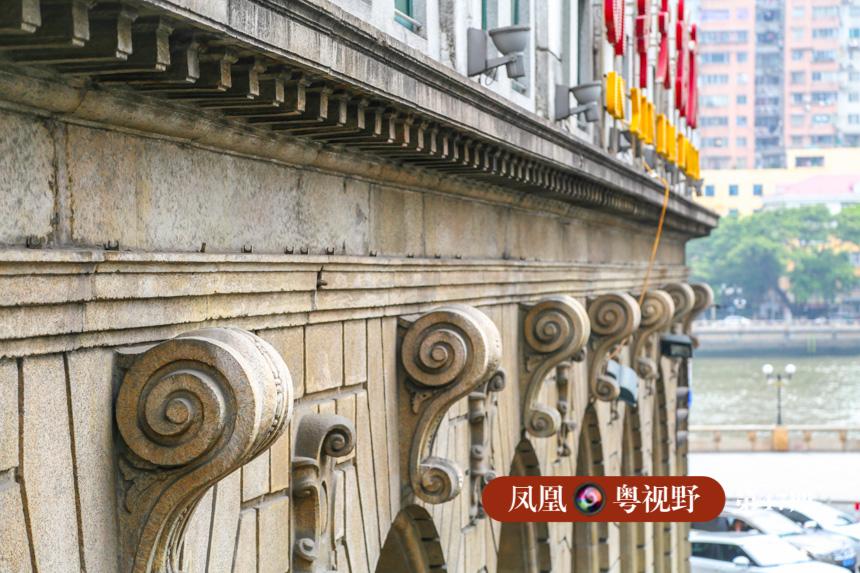 骑楼券廊券心处以漩涡装饰,外观富丽堂皇、典雅舒适。