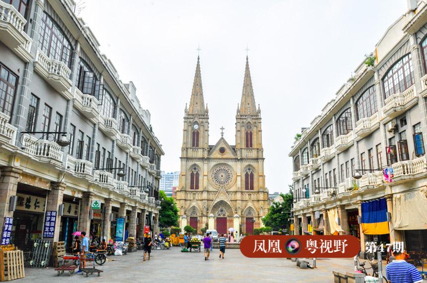 其实,广州最早的骑楼出现于清朝末年,位于一德路、圣心教堂(石室)一带。以前圣心大教堂(俗称石室)一带叫卖麻街,早在鸦片战争之前,已是十行九铺、民物殷阜的街市了。