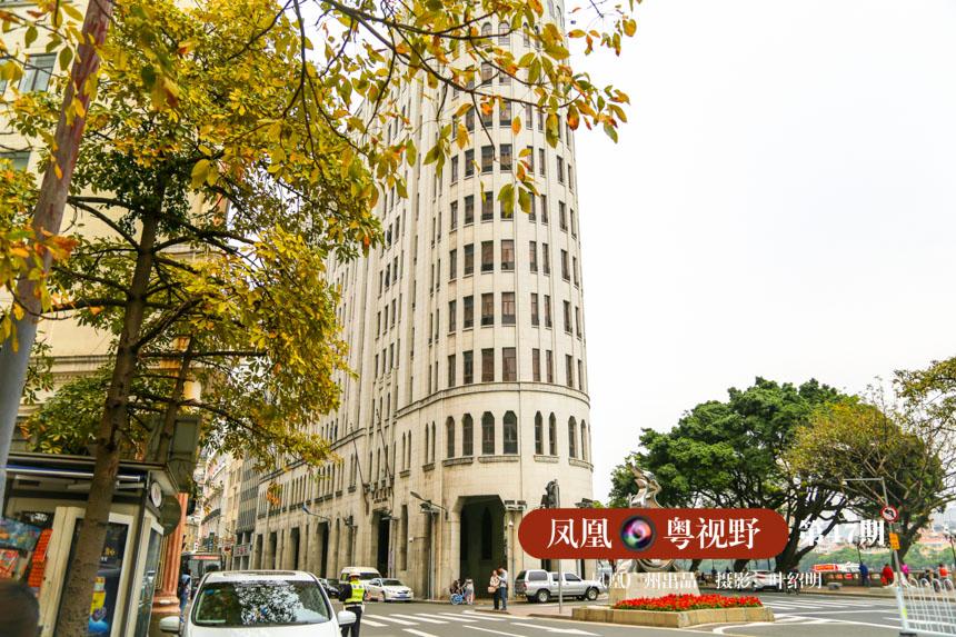 骑楼,在城市的集体记忆中,自成一段独特的风韵。走不尽的长廊,看不完的风景,让骑楼成为广州老城中一道永不褪色的风景线。