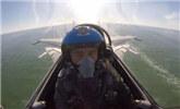 歼-15飞行员因飞控异常跳伞重伤 出院70天重返蓝天