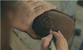 铁壶竟然薄到可以让阳光穿透 工匠绝技令人惊叹