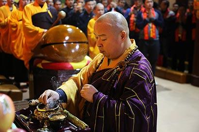 喜迎新年!深圳弘法寺撞钟祈福 传递希望