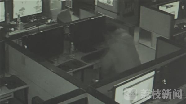 男子上网18小时猝死 网吧巡查员发现时人已经身体僵硬