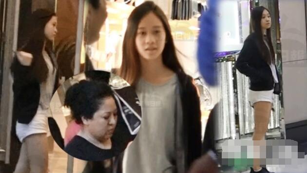 李连杰13岁小女儿罕见出镜 美腿惹眼(图)