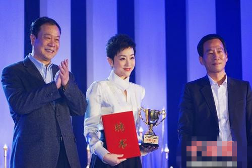 """杨澜担任金鸡百花微电影展映盛典""""形象大使"""""""
