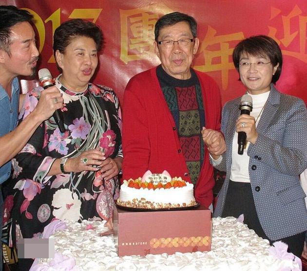 85岁胡枫庆祝生日 盼干儿子黎明再婚生孩子