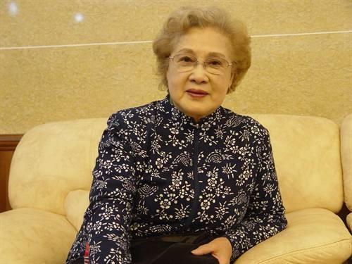 """96岁秦怡的""""不老之谜"""":有追求就会永远年轻"""