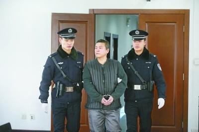 李玉刚前经纪人被控诈骗百万 还谎称能办移民