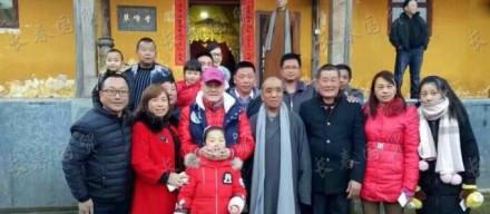 60岁赵本山近照曝光 一身红衣赴九华山祈福(图)