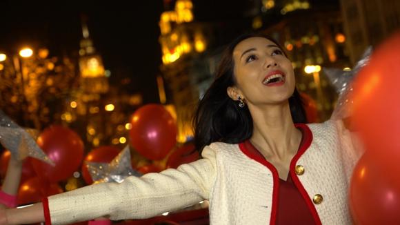 东方卫视元宵喜乐会韩雪献唱_邹市明与娇妻深情对视
