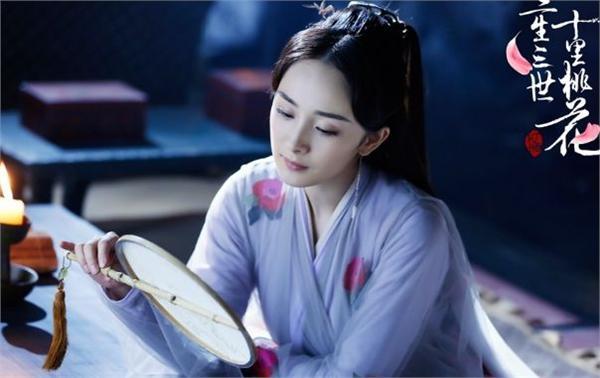紧随刘恺威,杨幂也在深夜对剧本?