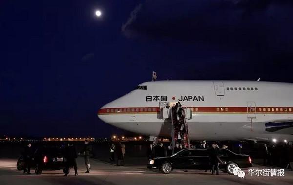 安倍晋三乘坐的飞机抵达美国