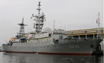 俄侦察船惊现美国近海 抵近侦查核潜艇基地