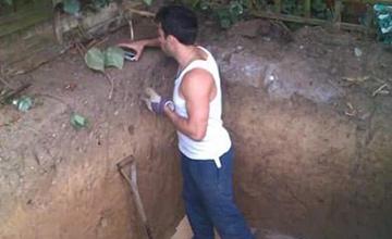 他在后院挖出大洞时大家都不懂 1年后成果让人惊叹