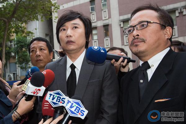 秦伟被控性侵检方求刑41年 3次出庭坚称无罪