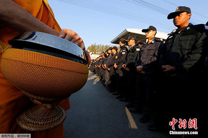 法身寺说原委:信众为什么阻止军警抓住持?