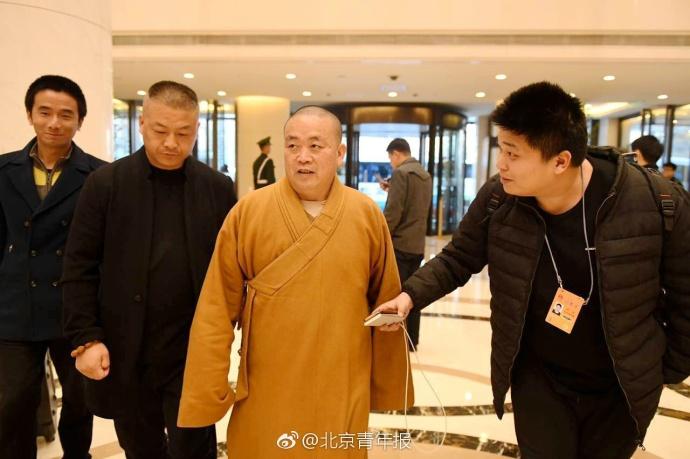 少林方丈释永信抵京参加两会 拒答记者提问(组图)