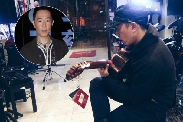 黄贯中飞国外挑选吉他 对店主说:给我中国人的价钱
