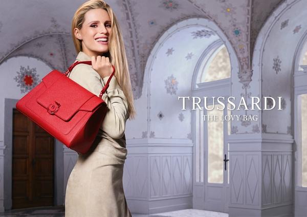 Trussardi推出2017全新春夏系列_LOVY_包袋