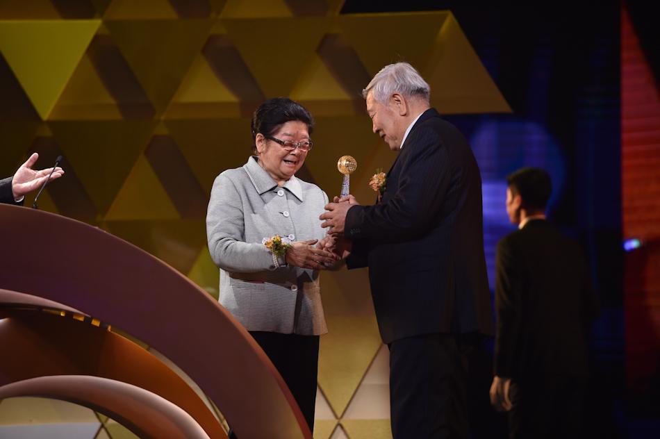中科院院士物理研究所研究员赵忠贤获颁科学研究大奖