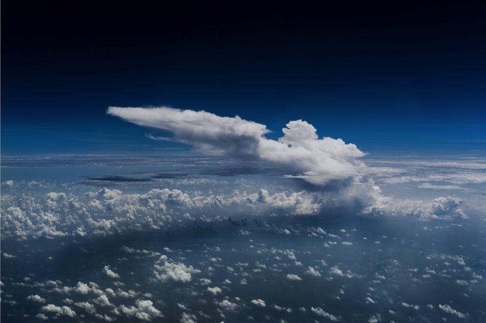 飞行员在万米高空中拍到的世界