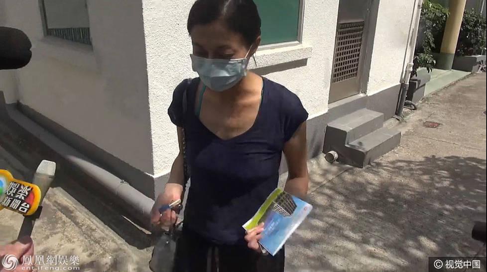 """""""小龙女""""泰国返港即入院 吴绮莉叹气:等医生报告"""