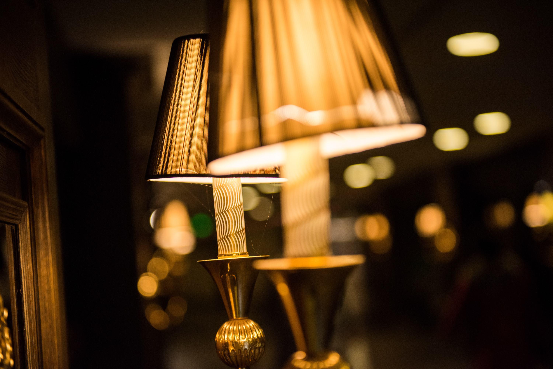 漫漫长夜 给自己留盏灯吧